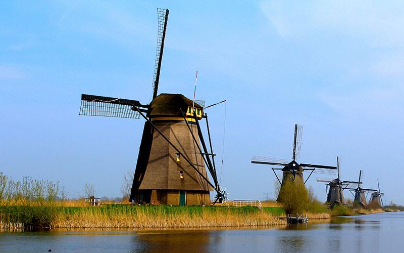 The-windmills-of-Kinderdijk
